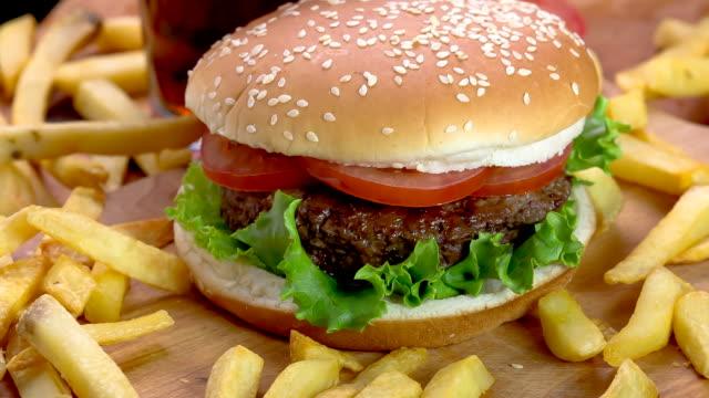 hamburger - hamburgare bildbanksvideor och videomaterial från bakom kulisserna