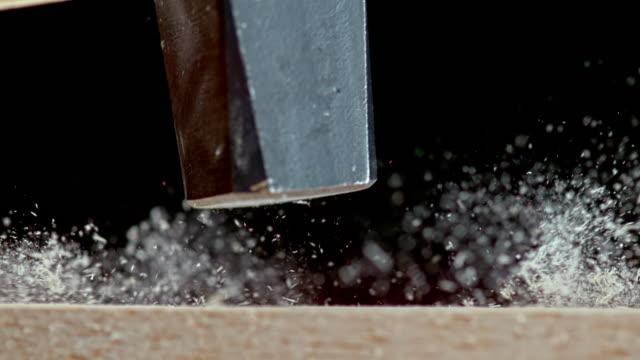 slo mo ld hammer slår en spik - hammare bildbanksvideor och videomaterial från bakom kulisserna