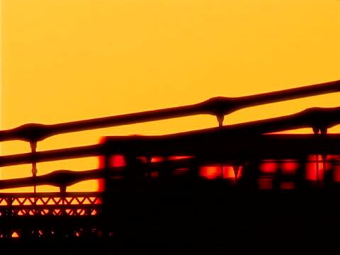 hammersmith bridge a londra - inghilterra sud orientale video stock e b–roll