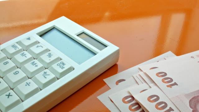 руки считать деньги банк примечание - dollar bill стоковые видео и кадры b-roll