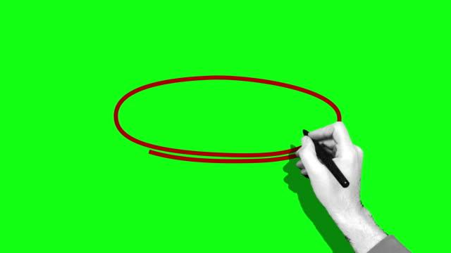 vídeos de stock e filmes b-roll de hand drawing red circle green screen - caneta