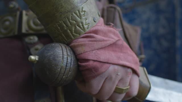 手拿著劍 - sword 個影片檔及 b 捲影像