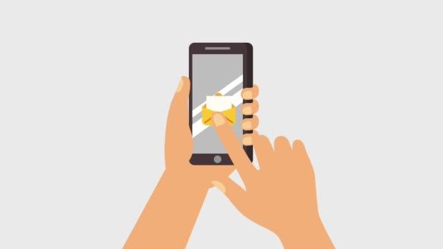 stockvideo's en b-roll-footage met hand houdt smartphone ontvangen - bord bericht