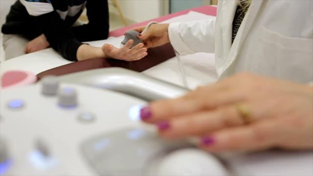 hand injuries, ultrasound examination video