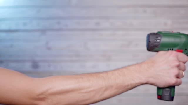 Hand inserts drill video