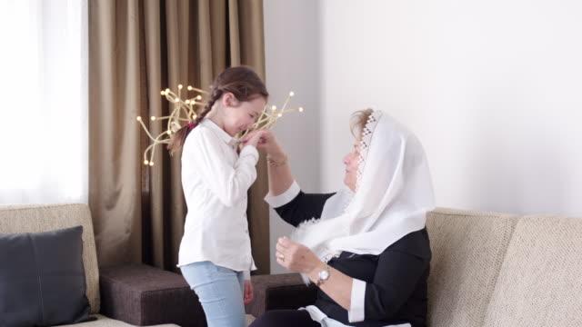Hand küssen Zeremonie im Bayram – Video
