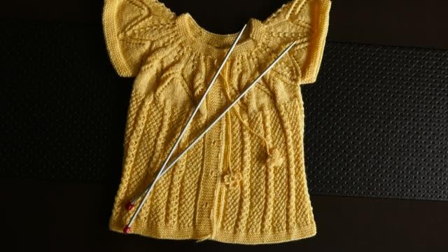hand knitted children's dress, turkish handcraft, hand knitted and baby clothes, hand knitted baby sweater, baby clothes, - abbigliamento da neonato video stock e b–roll
