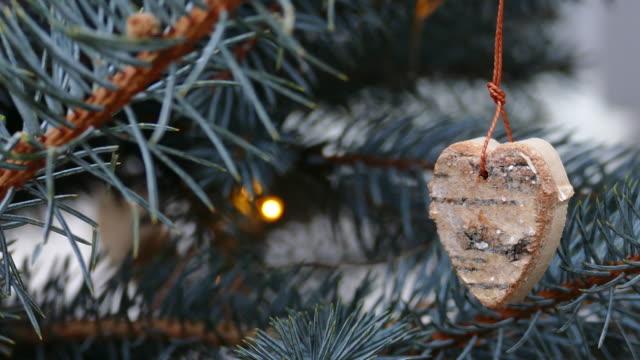 hand made christmas tree decorations - jodła filmów i materiałów b-roll