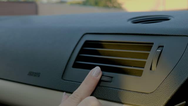 hand av kvinna aktivera ac värme i bilen - kvinna ventilationssystem bildbanksvideor och videomaterial från bakom kulisserna