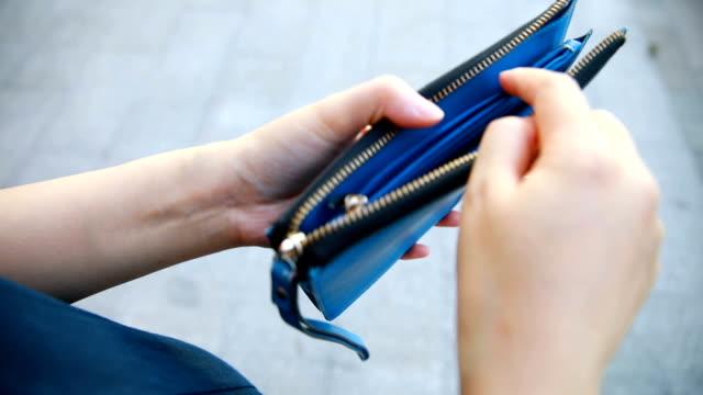 手開放空錢包 - 銀包 個影片檔及 b 捲影像