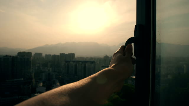 stockvideo's en b-roll-footage met hand opening venster, aanraken van zonlicht - photography curtains