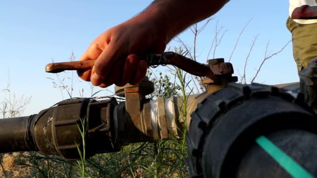 hand opens water valve - tap water стоковые видео и кадры b-roll