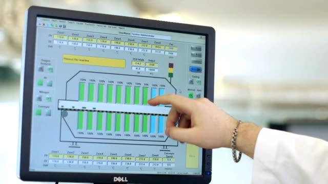 手グラフした金融 - レポートのビデオ点の映像素材/bロール