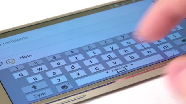 hand drucke eine nachricht auf moderne mobiltelefon, nahaufnahme, weiß - zahlentastatur stock-videos und b-roll-filmmaterial