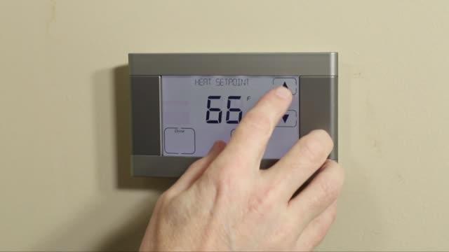 el programlama dijital termostat - ayarlamak stok videoları ve detay görüntü çekimi