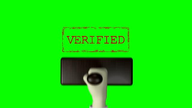 """3d 손 고무 스탬프 """"검증"""" 녹색 화면 4k 해상도 - stamp 스톡 비디오 및 b-롤 화면"""
