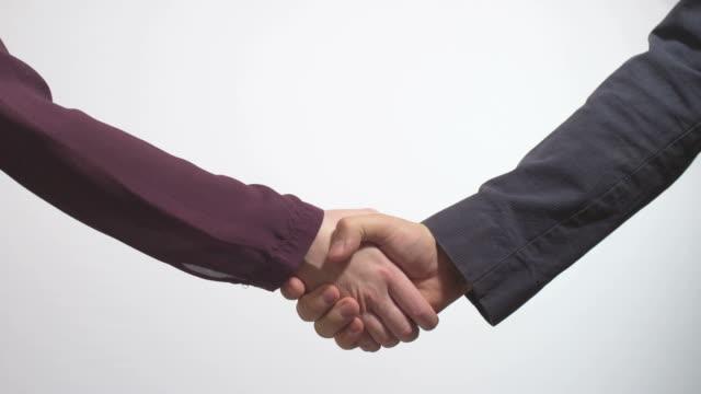 hand schütteln business-Mann und Frau – Video