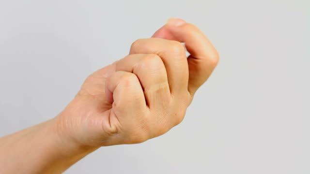 ręka rozciąganie - napinać mięśnie filmów i materiałów b-roll