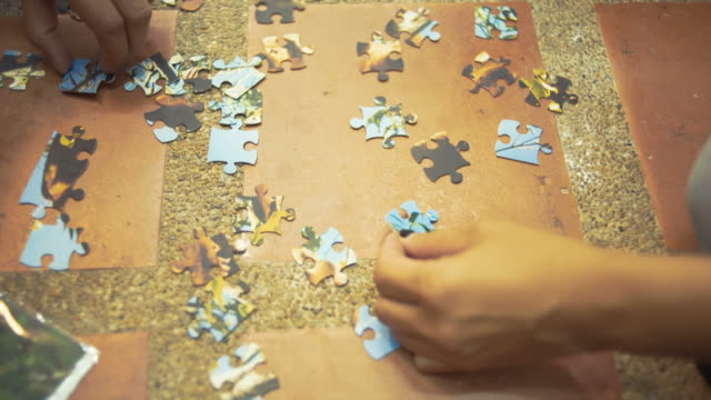 Hand teamwork playing puzzle video
