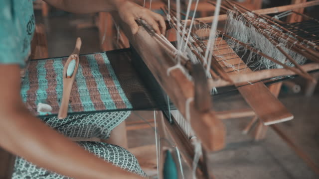 Hand weaving cotton