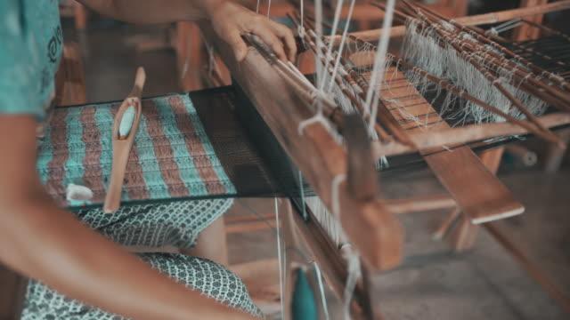 handweberei baumwolle - peru stock-videos und b-roll-filmmaterial