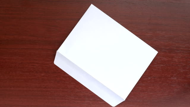 手與白色的信封 - postal worker 個影片檔及 b 捲影像