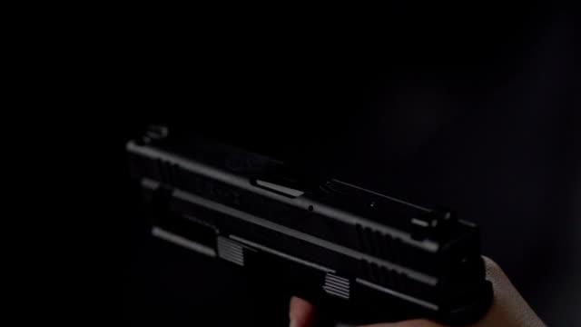 ручное оружие огонь в замедленная съёмка - стрелять стоковые видео и кадры b-roll