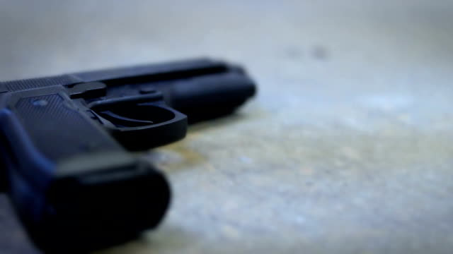 vídeos y material grabado en eventos de stock de un arma de fuego o pistola en planta de sótano de grunge - dureza