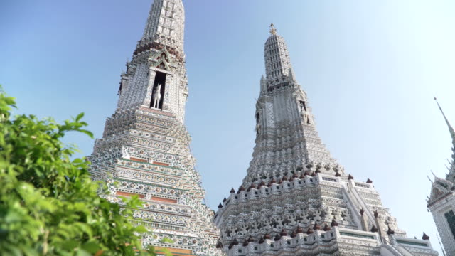 handheld low angle view the large pagoda in Wat Arun under clear sky video