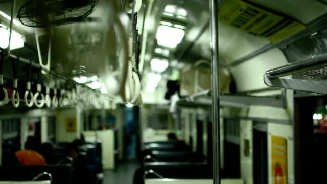 impugnatura su un treno. - parapetto barriera video stock e b–roll