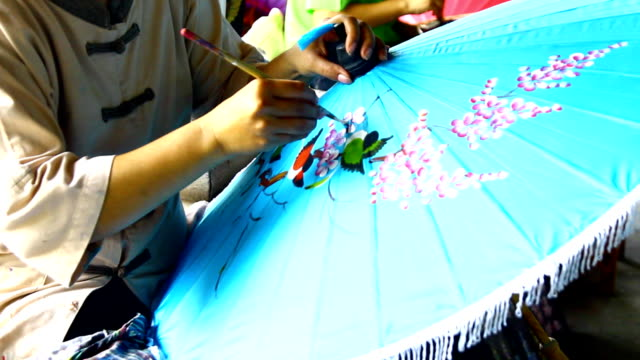 stockvideo's en b-roll-footage met handmade thai style umbrella painting - ornaat