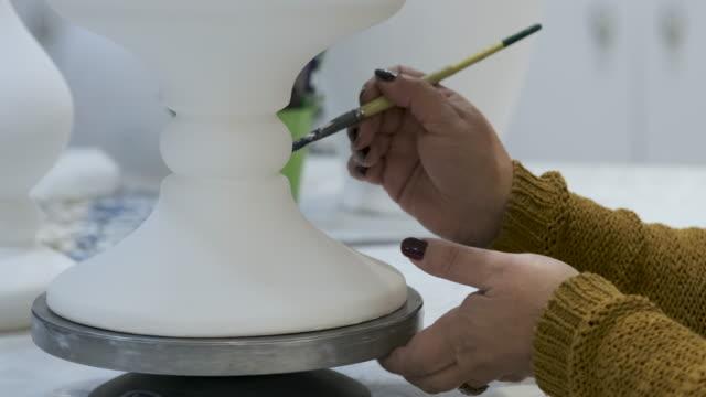 vídeos y material grabado en eventos de stock de porcelana de azulejos hechas a mano - porcelana china