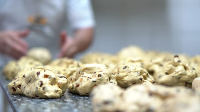 hands doing a panettone - panettone video stock e b–roll