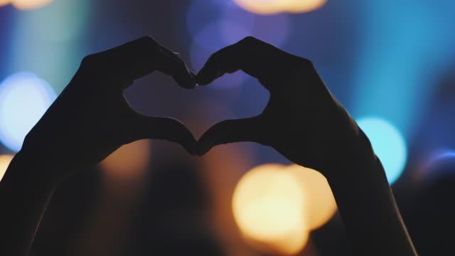 händer i hjärta form - hjärtform bildbanksvideor och videomaterial från bakom kulisserna