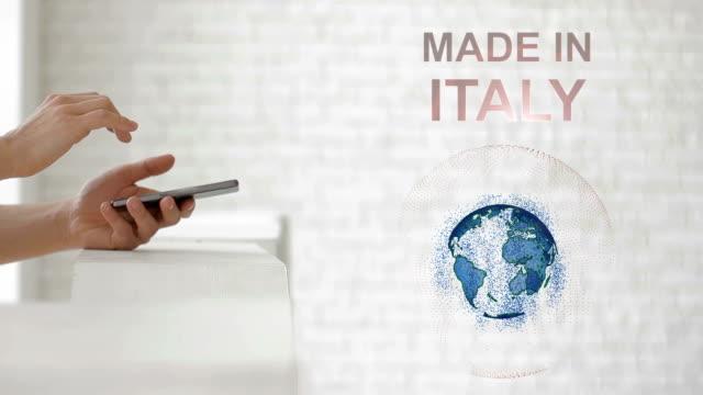 stockvideo's en b-roll-footage met handen lanceren het aardoppervlak hologram en made in italië tekst - new world