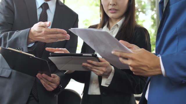 手の会議やディスカッション ビジネス - 身ぶり点の映像素材/bロール
