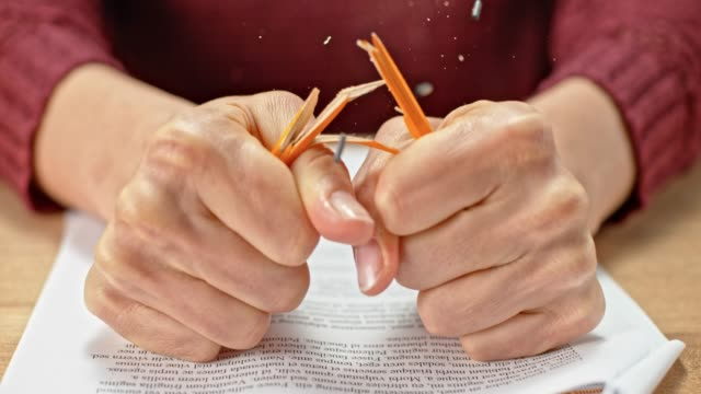 slo mo ld händerna på en ung kvinna att bryta en penna - blyertspenna bildbanksvideor och videomaterial från bakom kulisserna