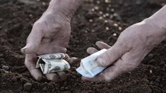 slo mo händer i konkurs bonde - dirty money bildbanksvideor och videomaterial från bakom kulisserna