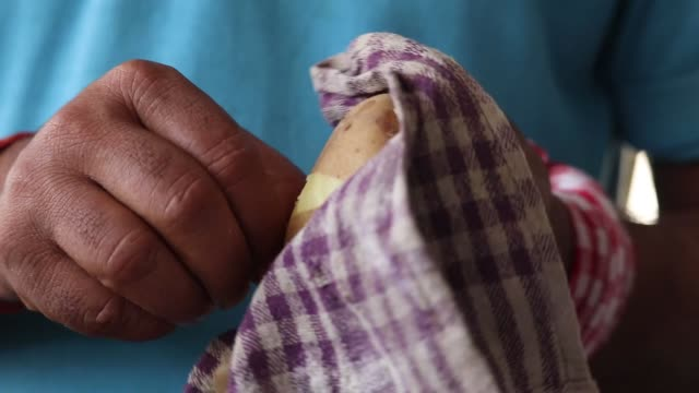 Hands Of Skilled Labourer Cook Or Chef Peeling Removing Outer Covering Or Skin From Boiled Hot Potato Hands Of Skilled Labourer Cook Or Chef Peeling Removing Outer Covering Or Skin From Boiled Hot Potato peeled stock videos & royalty-free footage