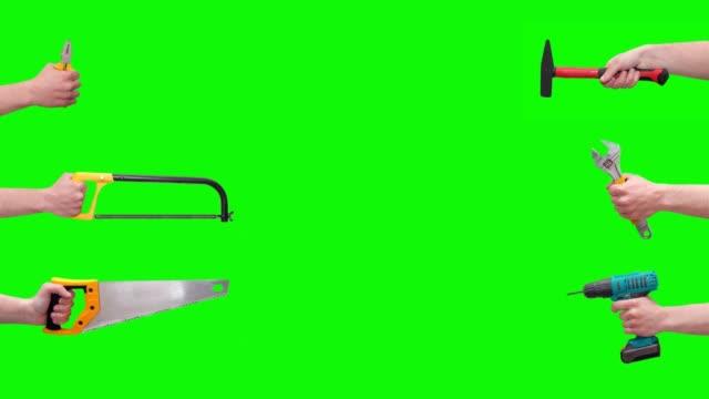 eller farklı aletler, yeşil ekranda izole araçlar yükseltir. mekanik aletler konsepti - bahçe ekipmanları stok videoları ve detay görüntü çekimi