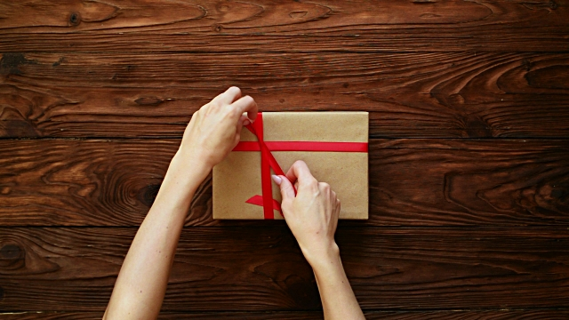 Hands tied the gift box with a red ribbon video