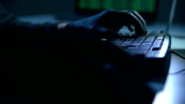 Hände mit schwarzen Handschuhen – Video