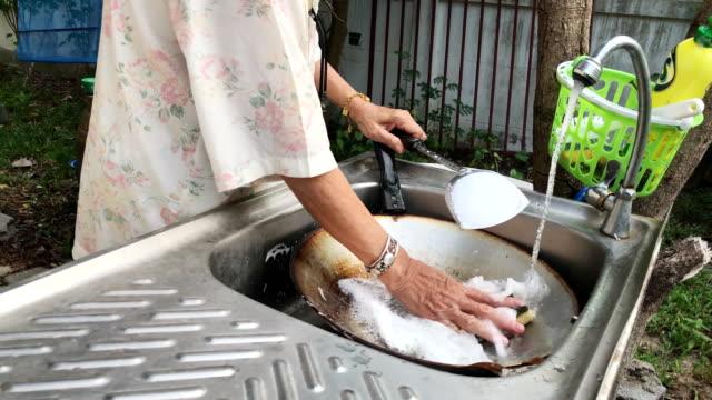 Hands women washing a pan video