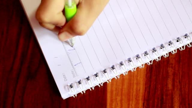 vidéos et rushes de mains écrire sur un papier - agenda