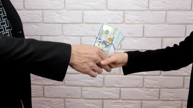 handshake von business personen - unterordnung stock-videos und b-roll-filmmaterial