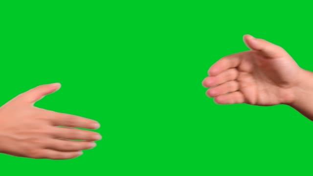 handshake auf chroma-taste green screen - hände schütteln stock-videos und b-roll-filmmaterial