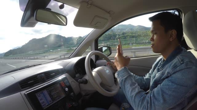 ハンサムなアジア人運転車 - リスク点の映像素材/bロール