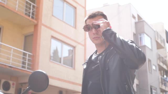 vidéos et rushes de beau motard - moto sport