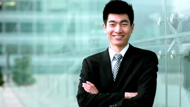 笑顔のハンサムなビジネスマン - 男性 笑顔点の映像素材/bロール
