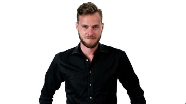 stockvideo's en b-roll-footage met knappe man in shirt - handen op de heupen